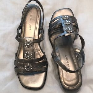 Shoe in a small wedge sandal